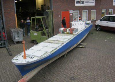 containerschip-madurodam-(1)